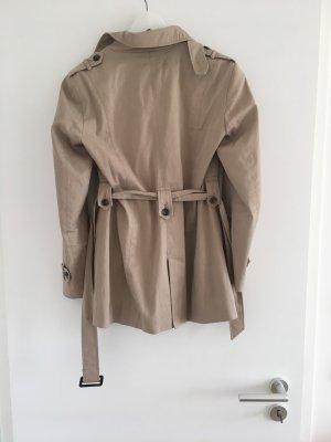 Kurzer Trenchcoat von Zara