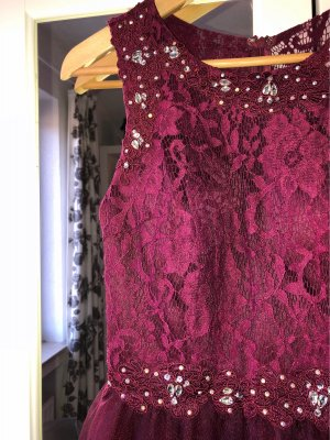 Kurzes Ballkleid purpur farben