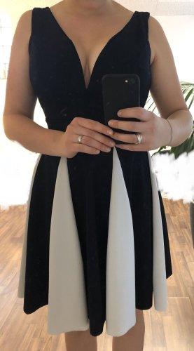 Kurzes Blau weißes Kleid mit tollem Ausschnitt