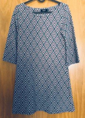 Kurzes Boho Kleid mit Muster