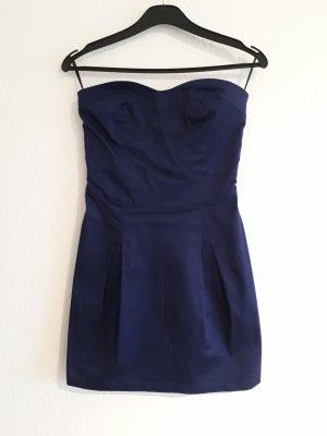 kurzes, dunkelblaues Kleid