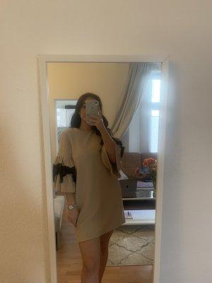 Kurzes elegantes Kleid