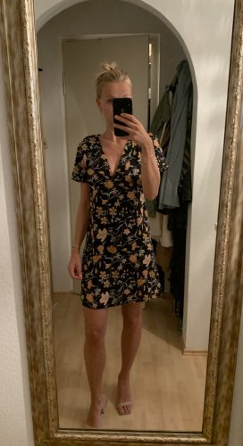 Kurzes florales Kleid