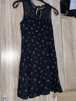 Kurzes Kleid | ärmelfrei