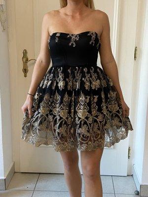 Kurzes Kleid aus Spitze