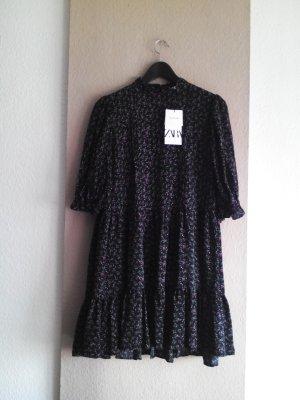 kurzes Kleid in schwarz mit Blumenprint in lila-grün, Größe S oversize, neu