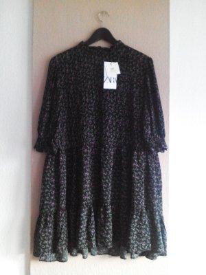 kurzes Kleid in schwarz mit Blumenprint in lila-grün, Größe XL, neu