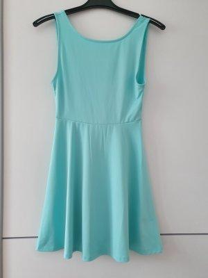 kurzes Kleid mit cut-out-back