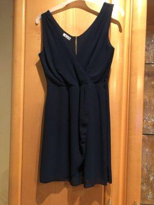 kurzes Kleid mit Gürtelschlaufe