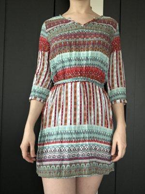 kurzes Kleid mit schönem Print