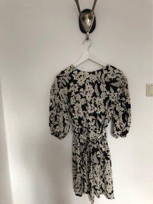 Kurzes Kleid mit Taschen