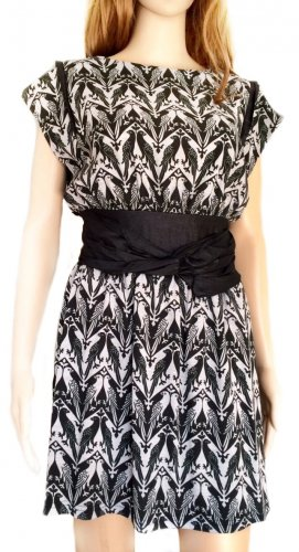 Kurzes Kleid mit Vogelprint
