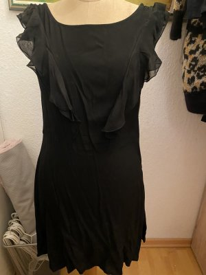 Kurzes Kleid mit Volant