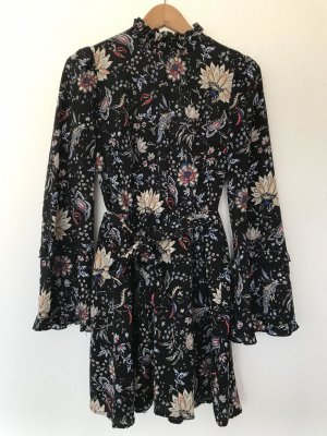 Kurzes Kleid mit weiten Ärmeln und Blumenmuster von Asos