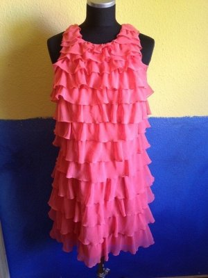 Kurzes Kleid, Rüschen, Lipsy London, Farbe lachs, lachsrot, Gr. 38