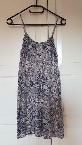 Kurzes Kleid, tailliert, Boho-Muster