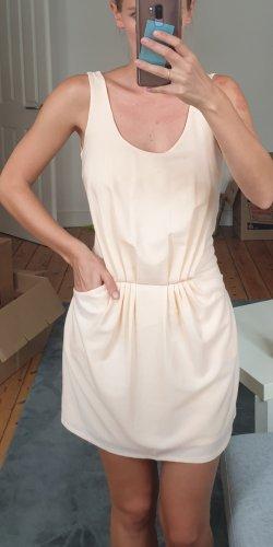 kurzes Kleid von Zara mit tiefem Rücken und Taschen