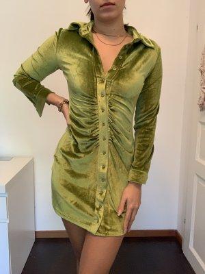 Kurzes Langarmkleid aus Velvet