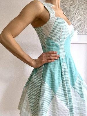 Kurzes Rockabilly Kleid mit geometrischen Mustern