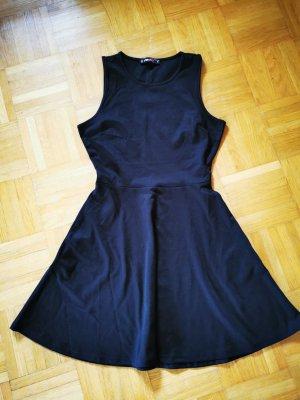 Kurzes schwarzes Kleid