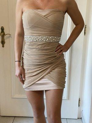 Kurzes sexy Kleid mit Perlendetail