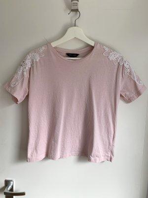 Kurzes Shirt in Rosa mit Häkelei