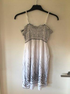 Kurzes, süßes Sommerkleid