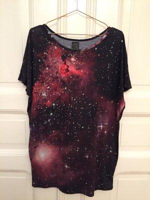 Kurzes T-Shirtkleid mit Galaxy-Druck