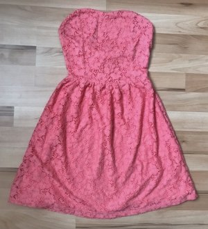 Kurzes trägerloses Kleid