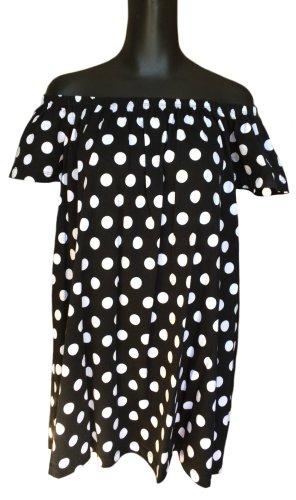 Kurzes weites gepunktetes Kleid