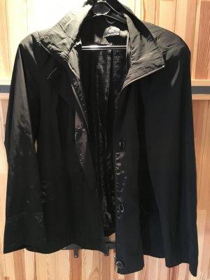 Kurzjacke von Emilia Lay in schwarz