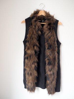 Kuschelige Weste für den Herbst in klassischem Schwarz von H&M mit Kunst-Fell-Kragen in Braun