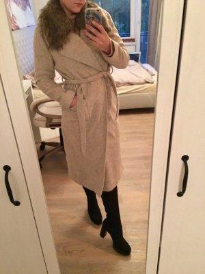 Kuscheliger Mantel in beige