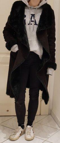 Kuscheliger Mantel mit Wasserfallkragen
