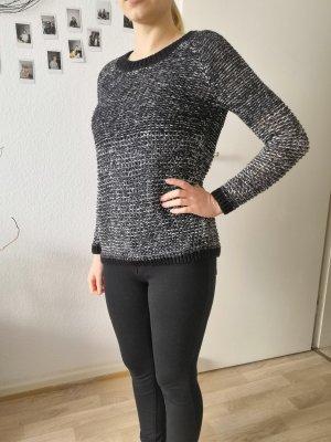 Kuscheliger Oversize Pullover schwarz und weiß