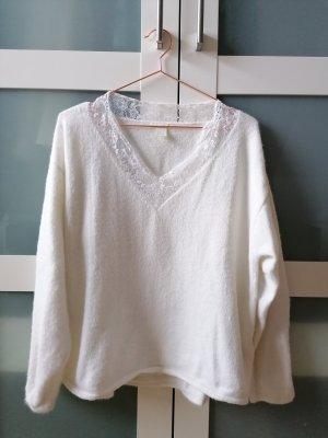 Kuscheliger Pullover mit Spitze