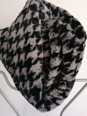 Caperuza negro-gris claro