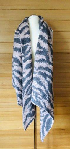 Kuscheliger Schal mit Zebramuster
