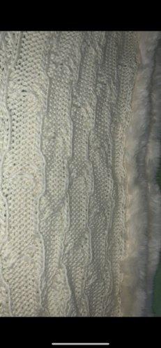 Bufanda de ganchillo blanco