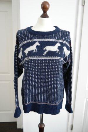 Kuscheliger Wollpullover in blau und weiß mit Pferden von BAND OF OUTSIDERS aus LA