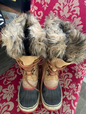 Kuschlig warme SOREL Stiefel**