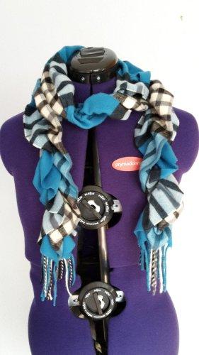 Kuschliger, blauer Schal