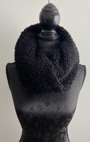 keine Knitted Scarf black