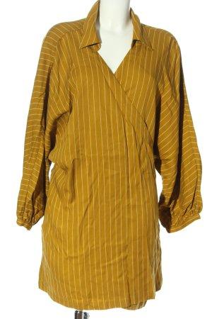 L'academie Vestido cruzado amarillo pálido-blanco look casual