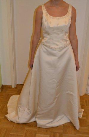 Vestido de novia crema-blanco puro