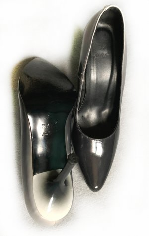 Lackleder Pumps, Gr. 38, Dégradé dunkelgrau (fast schwarz) bis hellgrau, Gr. 38