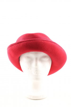Woolen Hat red casual look