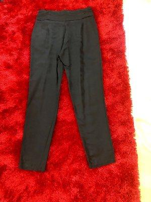 Lässige Bundfaltenhose der Marke Zara