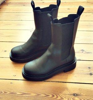 Lässige hohe Chelsea-Boots mit dicker Sohle