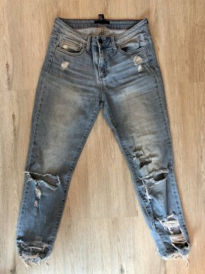 Lässige Jeans mit Cut Outs